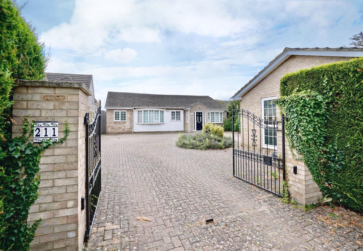 Crosshall Road, Eaton Ford, St. Neots