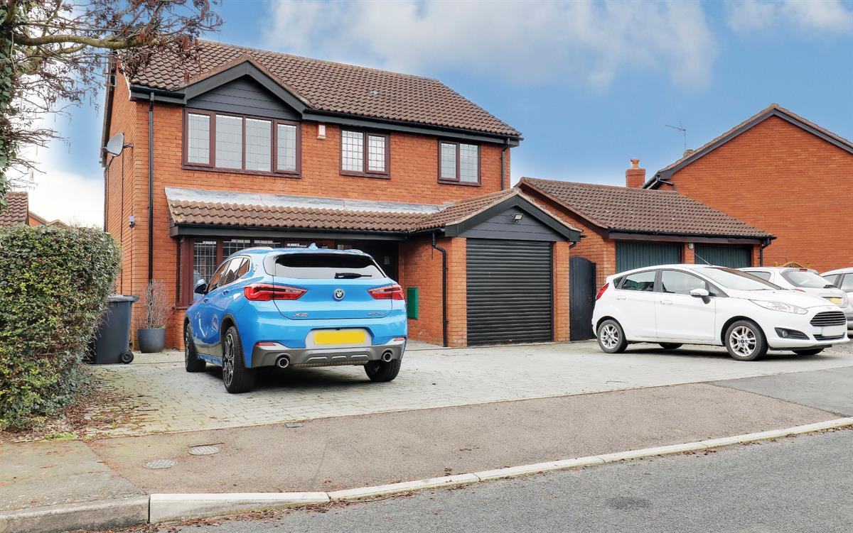 Beezling Close, Eaton Ford, St. Neots